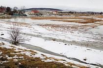 Na polích a loukách v okolí Nezabylic tvoří voda jezera.