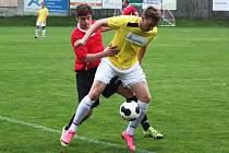 Po Perštejnu podlehli hráči Ervěnic (ve žlutém) na domácím trávníku i Sokolu Březno.