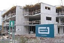 STAVÍ SE. Investor už má prostavěno skoro sedmdesát milionů korun. Teď od města získá i pozemky.