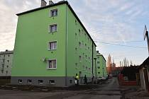 Novou fasádu mají například domy v ulici Za Zborovskou, které patří do majetku Chomutovské bytové. Město zainvestuje také do veřejného prostranství: povrchů, uspořádání parkovacích míst a kontejnerových stání. Předpokládané náklady jsou 11,5 milionů korun