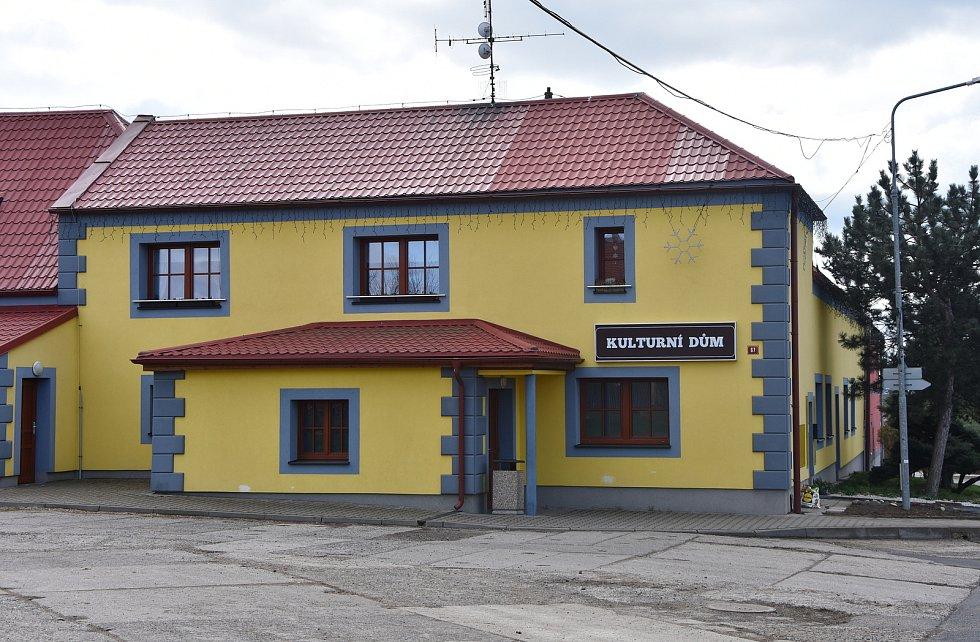 Kulturní dům v Hrušovanech.