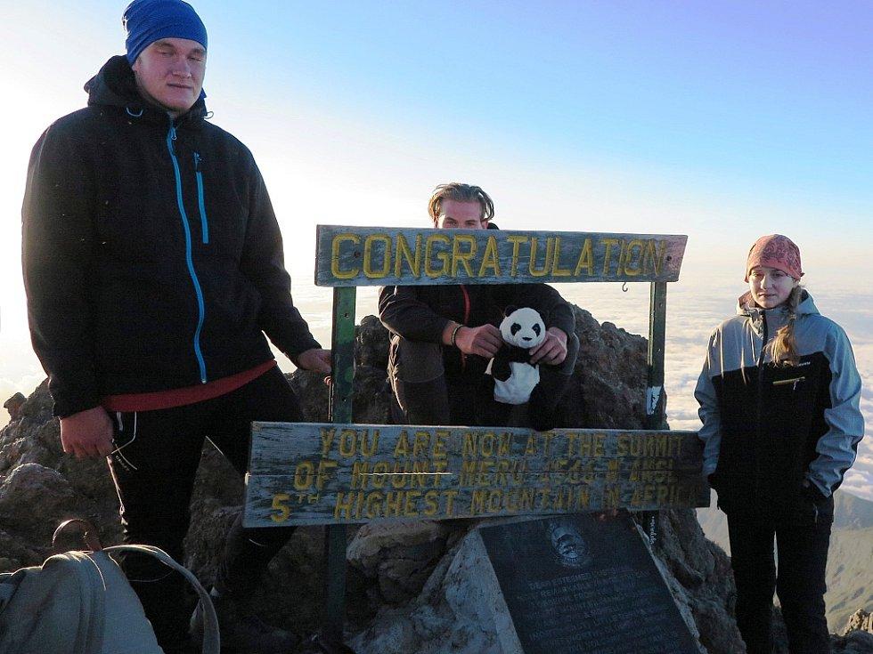 Z výstupu na africkou Mount Meru