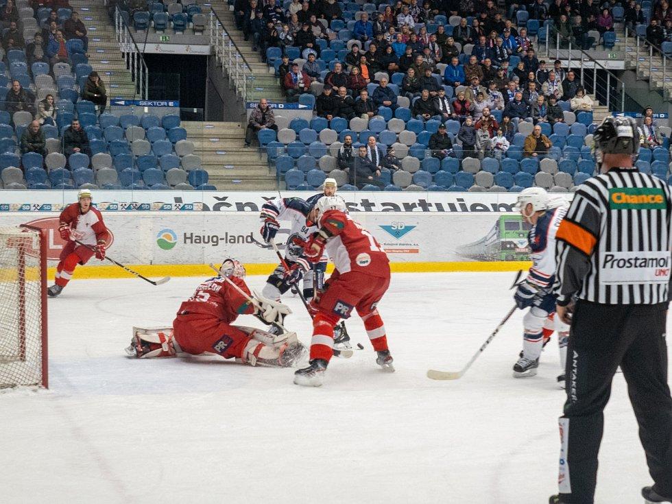 Chomutov (v bílém) doma nakonec porazil pražskou Slavii.