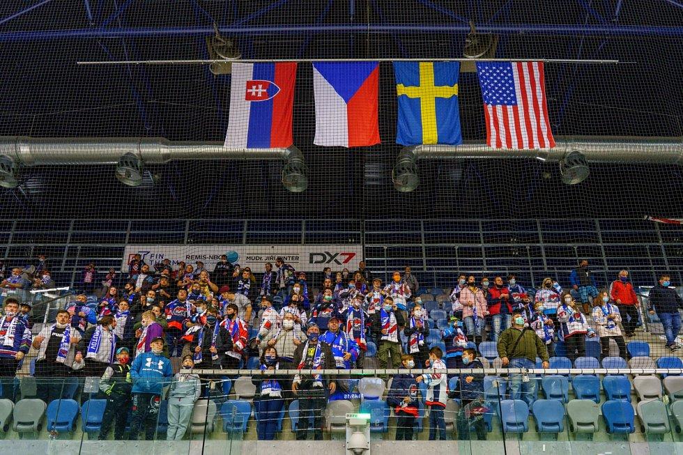 Chomutovští hokejisté (v červeném) v zápase s Lovosicemi.