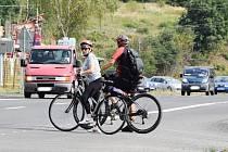 Když se cyklisté chtějí dostat z Kadaně do Údolí Prunéřovského potoka, musí přejet silnici I/ 13.