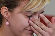 Když svůj příběh vypráví, neubrání se slzám ani nejstarší ze sester, Helena...