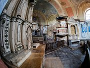 Kostel Nejsvětější Trojice ve Stranné.