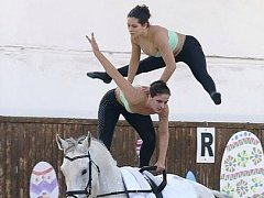 Natálie Albrechtová a Kristýna Pikalová na závodech v Albertovci.