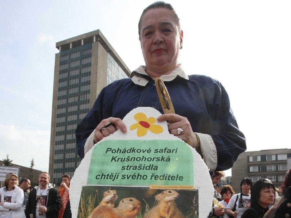 Na Den z Deníkem přišlo na tři sta lidí. Jednou z nich byla paní Sopková, která přišla podpořit odvolaného ředitele zooparku.
