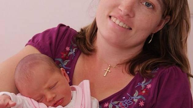 Malá Hanička Martincová se mamince Evě z Jirkova narodila v kadaňské porodnici 8. září 2009 v 9:22 hodin. Měřila 48 centimetrů a vážila 2810 gramů. . . .