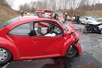 Hrozivě vypadala nehoda dvou aut na obchvatu Kamenného Vrchu v Chomutově. Řidičky naštěstí vyvázla jen s lehkými zraněními.