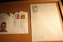 Také nejznámější padouch mezi Jiřími má na výstavě své místo. Ve třinácté komnatě si můžete přečíst jeho dopis.