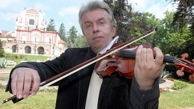 Houslový virtuos Jaroslav Svěcený představil festival všech generací 4. ročník Kláštereckých hudebních pramenů, který se uskuteční od 4. do 12.července v areálu zámku.