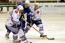 Snímek z pondělního zápasu play off mezi Chomutovem a Vrchlabím, kde se chomutovští ještě dokázali prosadit.