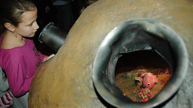 Uvnitř bramborvitrín jsou vidět i slyšet postavičky z filmu.