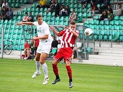 Vojtěch Kubík (v bílém) byl jediným střelcem Chomutova v utkání s Brozany.
