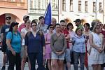 Na dvě stě lidí přišlo v úterý večer na náměstí 1. máje v Chomutově.