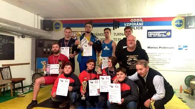 Turnaje v Teplicích se zúčastnila početná výprava vzpěračů Chomutova. Startovalo jich zde devět.
