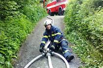 Jeden z vejprtských hasičů při námětovém cvičení