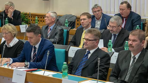 Lidé mají zájem například o záznamy ze zasedání zastupitelů. Ilustrační foto.