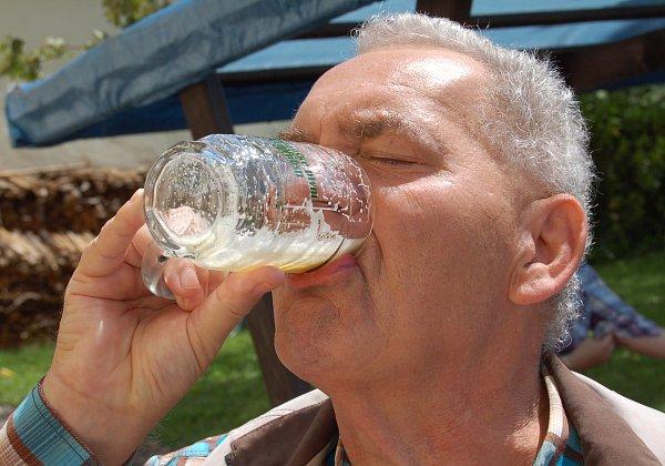 Jen zasyčelo… Na pivních slavnostech vKadani se vytočila na 200litrů piva.