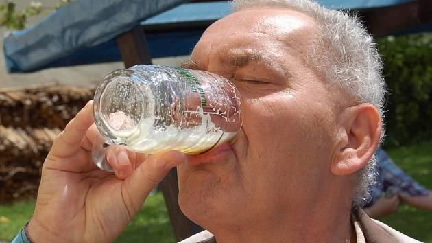 Jen zasyčelo... Na pivních slavnostech v Kadani se vytočila na 200 litrů piva.