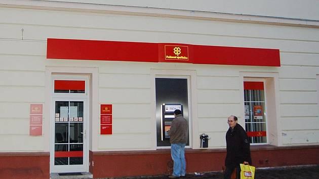 Chomutovská pobočka Poštovní spořitelny, kterou se  pokusil vyloupit dvacetiletý mladík.