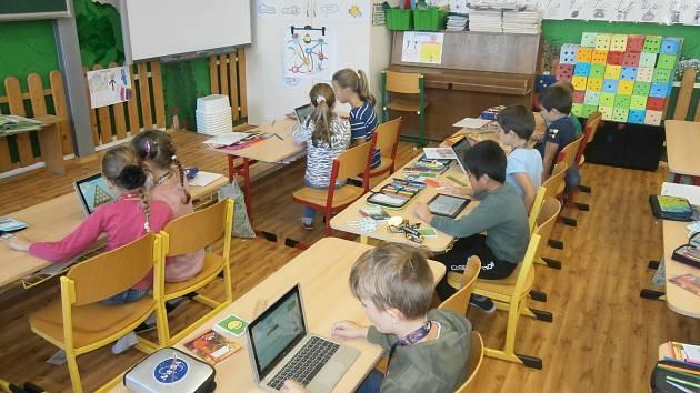 Matematika s tablety ve třídě 2. B na ZŠ Kadaňská.