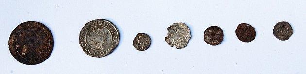 Mince naleze při archeologickém průzkumu vKadani.