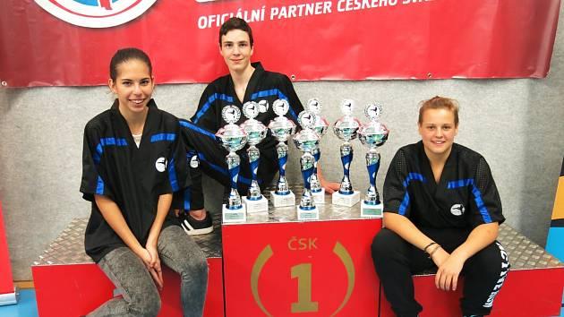 Úspěšní závodníci oddílu Kosagym Kadaň Viktorie Průchová, Ladislav Eisenhammer a Adéla Knopová (zleva).