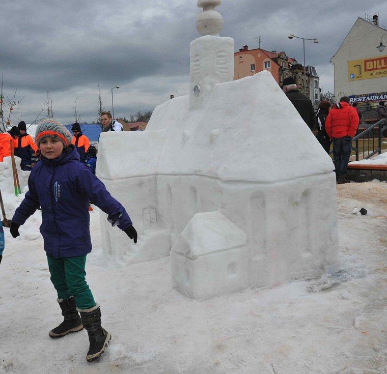 Sochy ze sněhu i dřeva ozdobily Vejprty.