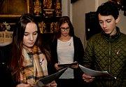 Studenti kláštereckého gymnázia zavzpomínali na 17. listopad formou divadelní inscenace.