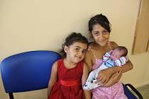 Kristián Tancoš se narodil mamince Lucii Tancošové a tatínkovi Tiborovi Demeterovi z Chomutova 19.6.2019 v 5:16 hodin. Měřil 50 cm a vážil 3 kg. Na snímku je se sestřičkami.