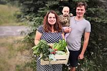 Na Cínovci vyrostla komunita nadšenců dobrého jídla, která se sdružuje pod Scuk.cz. Vendula Laštovková s rodinou.