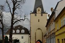 Mikulovická brána, zvaná též Svatá.