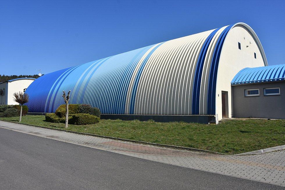 Sportovní hala v Málkově.
