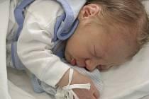Klidně spí malý Lukáš Tonka. Narodil se mamince Lence Tonkové z Jirkova 1.8. v 11.26 v chomutovské nemocnici, měřil 48 centimetrů a vážil 2,8 kilogramu.