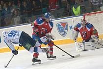 Jaroslav Svoboda (č. 14) v utkání KHL Lev Praha - Nižněkamsk