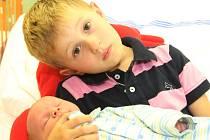 Andrea Kotuličová z Chomutova má od 12.8. 2008 synka Matyáše Kotuliče. Chlapec se narodil v 1.01 hodin, měřil 50 centimetrů a vážil 3,00 kilogramů. Na snímku je s malým Matyášem i bráška Daniel.