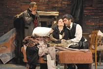 Snímek z operního představení Bohéma.