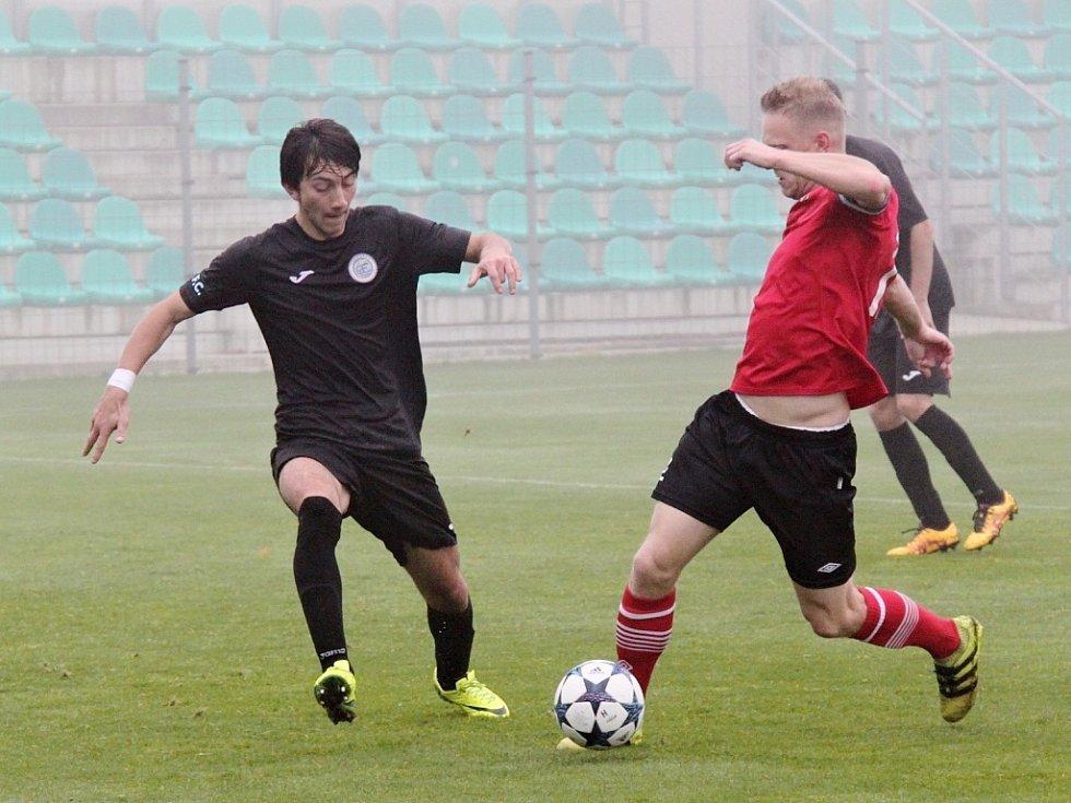 Anid Hajro v akci při utkání Chomutova proti Ostré