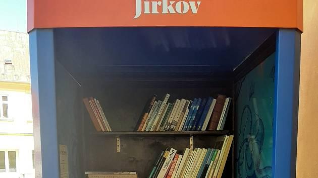 Jirkov opravil knihobudky a přibyla nová u fary.