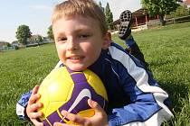 Tomáš Kubica a jeho láska - fotbalový trávník a míč.