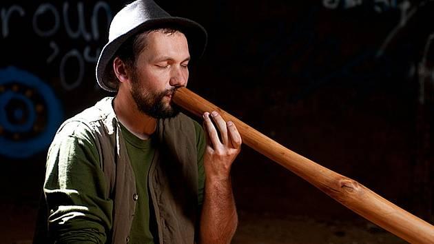 Ondřej Smeykal je jedním z nejlepších světových hráčů na didgeridoo
