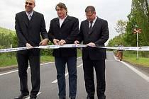 ŠMIK. Stříhání pásky tradičně ukončilo opravu silnice