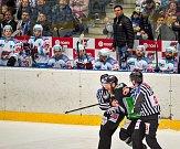Páté utkání Pirátů Chomutov (v bílém) proti Mladé Boleslavi