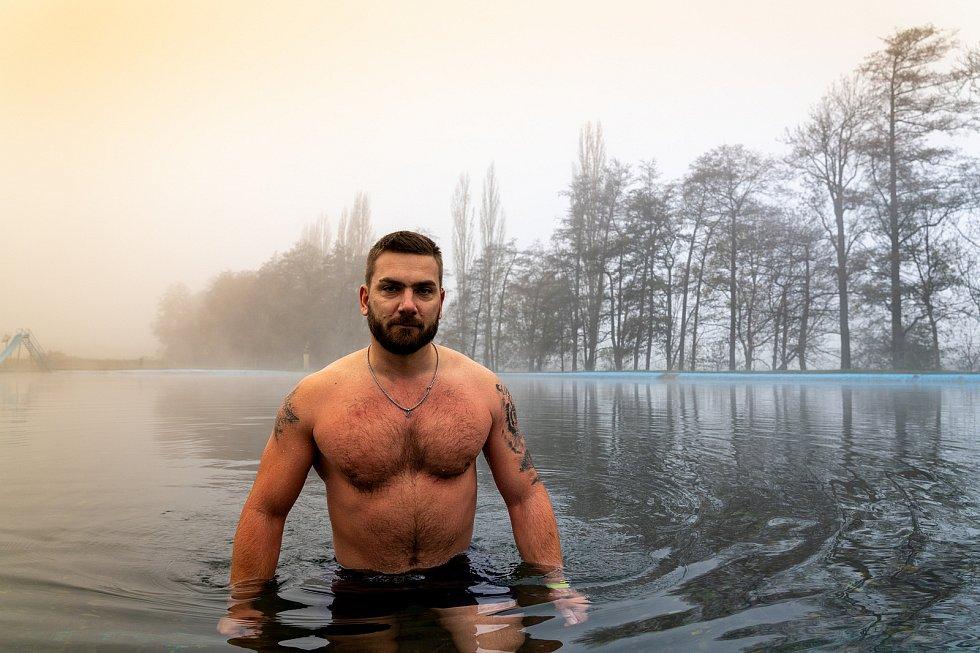 Otužilec Pavel Daniš z Hrušovan u Chomutova, který se jezdí otužovat na různá místa regionu, ale poslední dobou je nejčastěji k vidění v Březně u Chomutova.