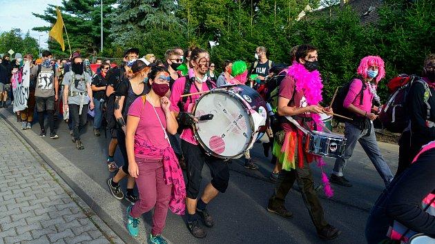 Strupčicemi prošel pochod proti hulí