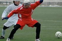 APOLLO CUP 2009. Fotbalisté Ervěnic vstoupili do tradičního soušského turnaje vysokou prohrou s týmem SK Viktoria Ledvice, kterému podlehli 0:4 (na snímku).
