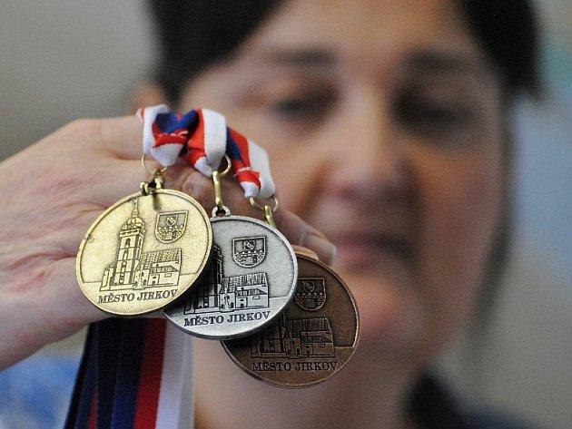 Jirkov má vlastní medaile